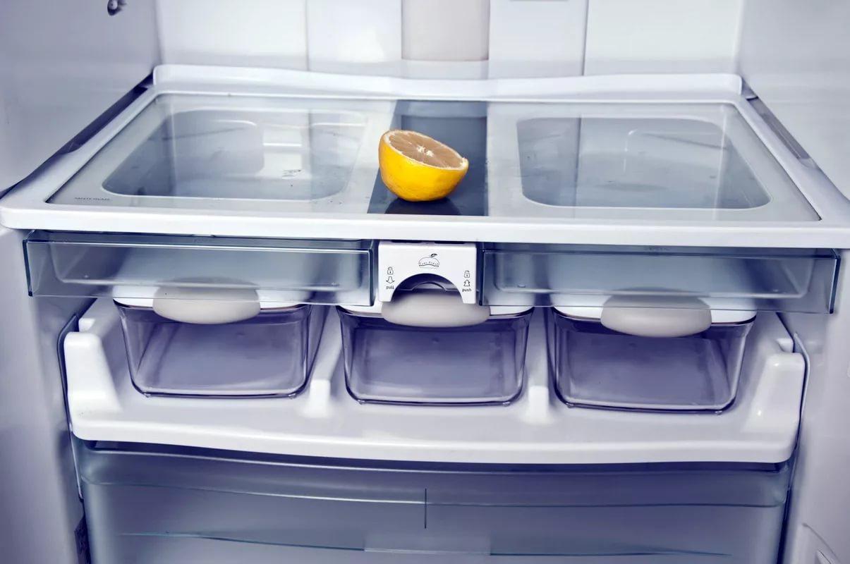 При мытье холодильника можно использовать лимонный сок