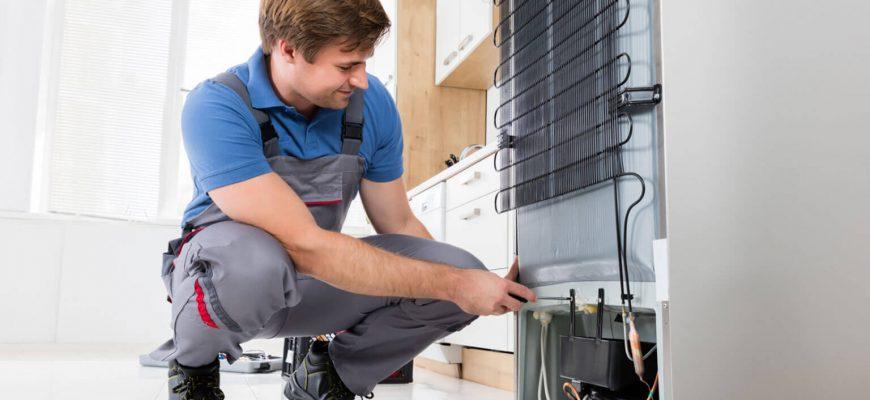 Чистка дренажного отверстия в холодильнике