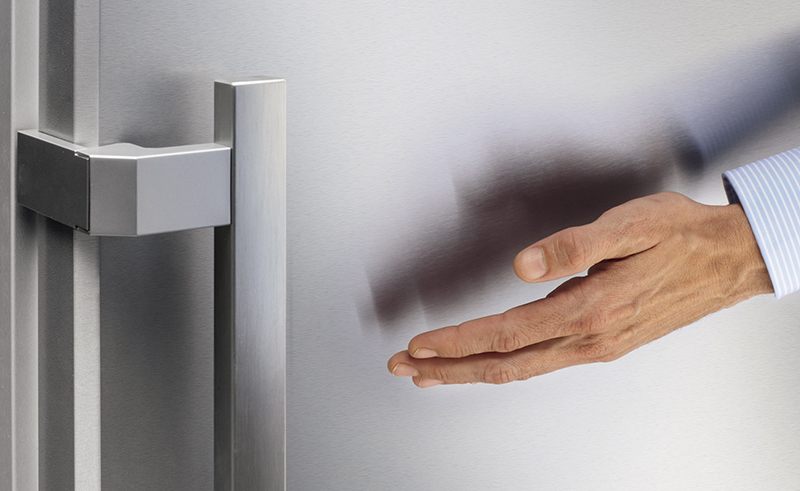 металлический холодильник