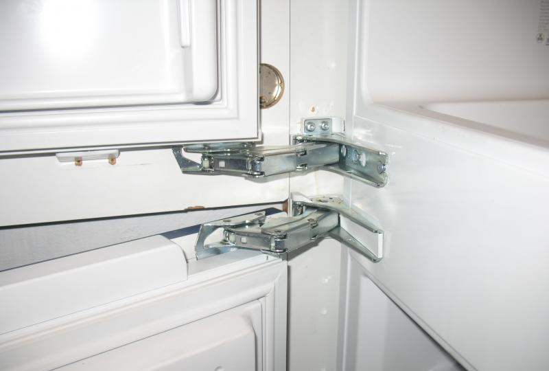 провисание дверцы холодильника